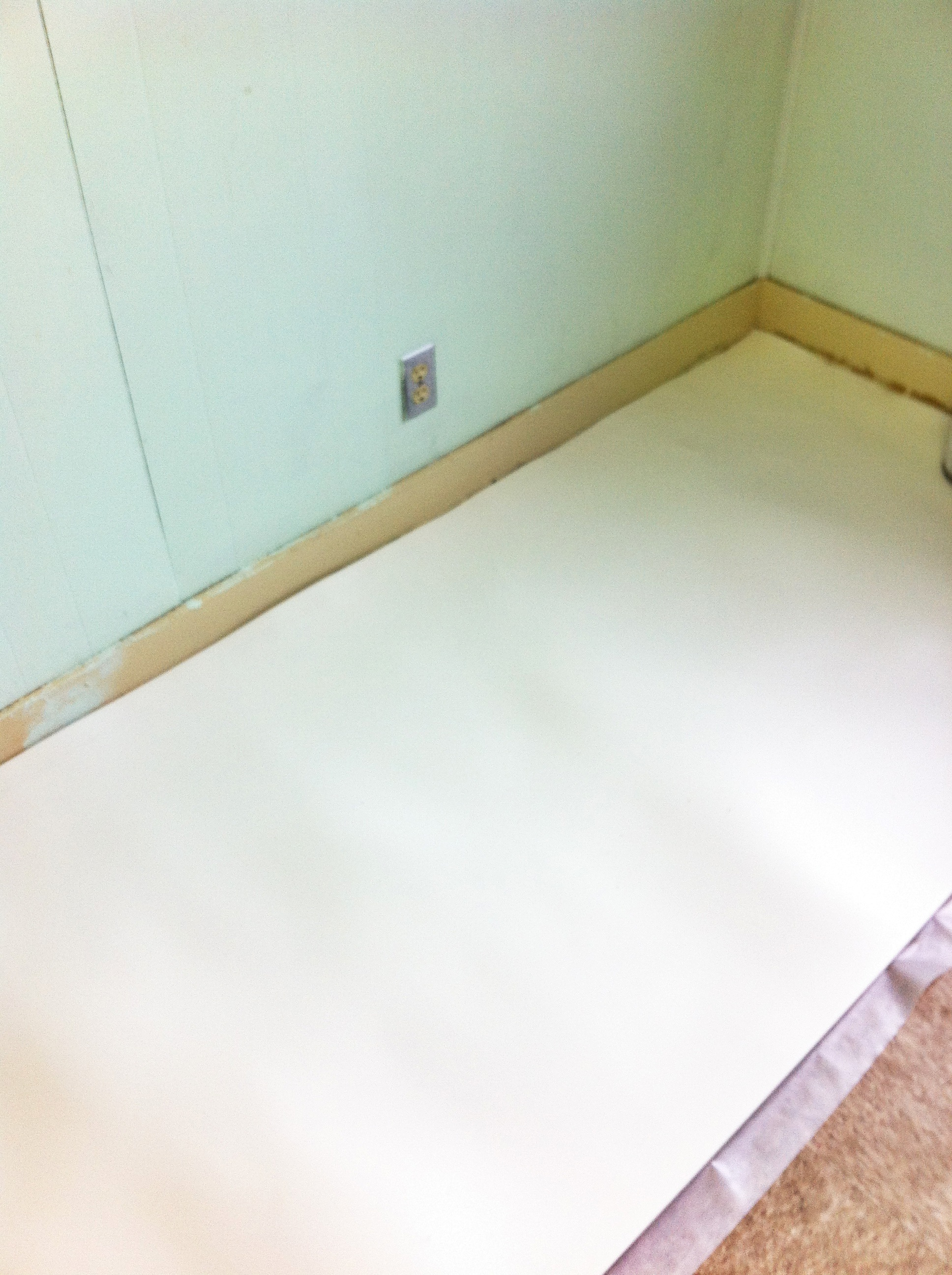 Installing mohawk laminate flooring part 1 creative home for Laminate roll flooring
